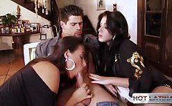 Porno em família com as duas irmãs morenas