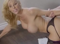 Video sexo de uma loira coroa da bunda grande