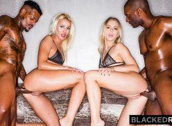 Duas loiras gostosas dando para dois negros bem dotados